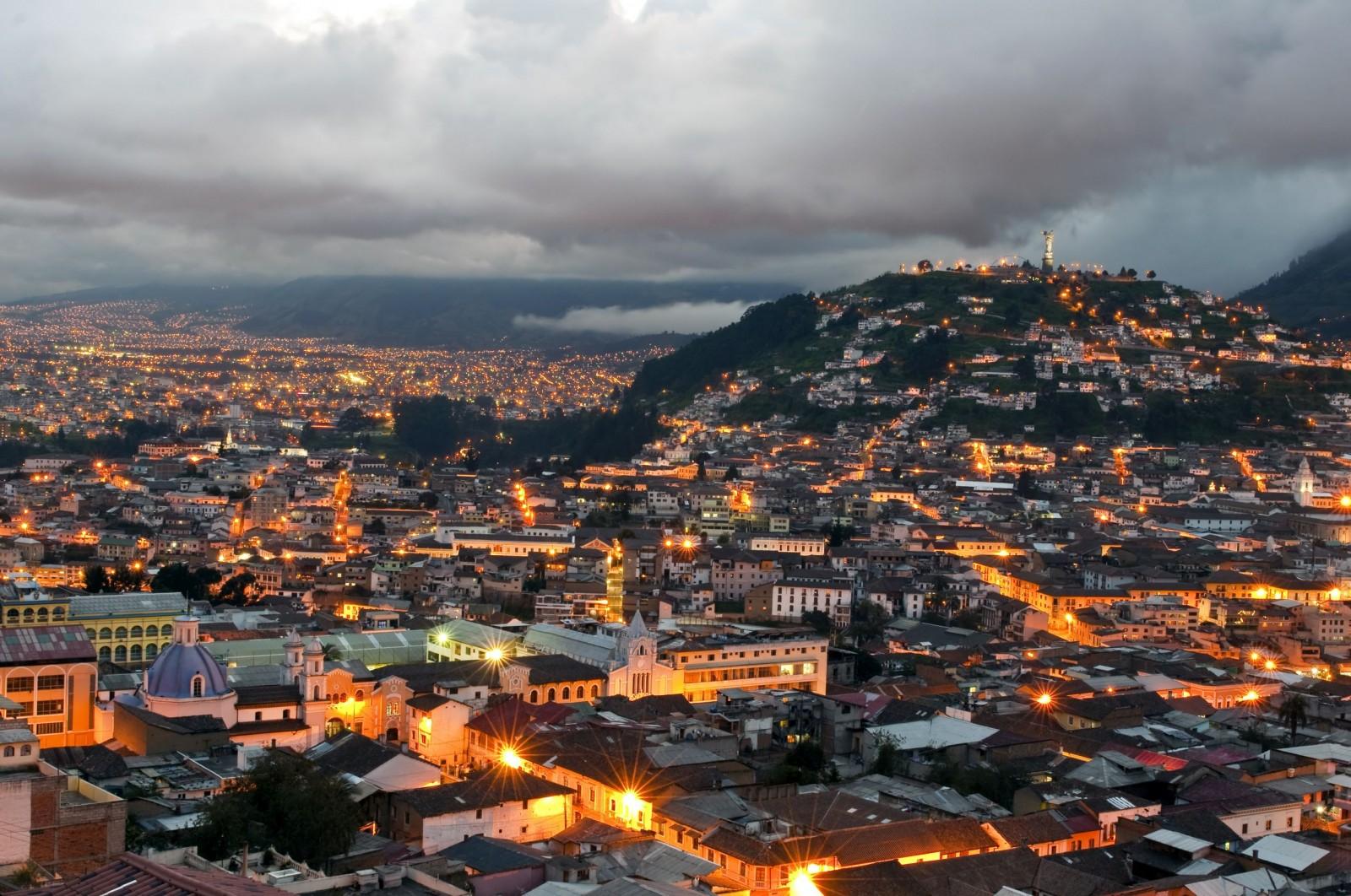 Quito al Atardecer